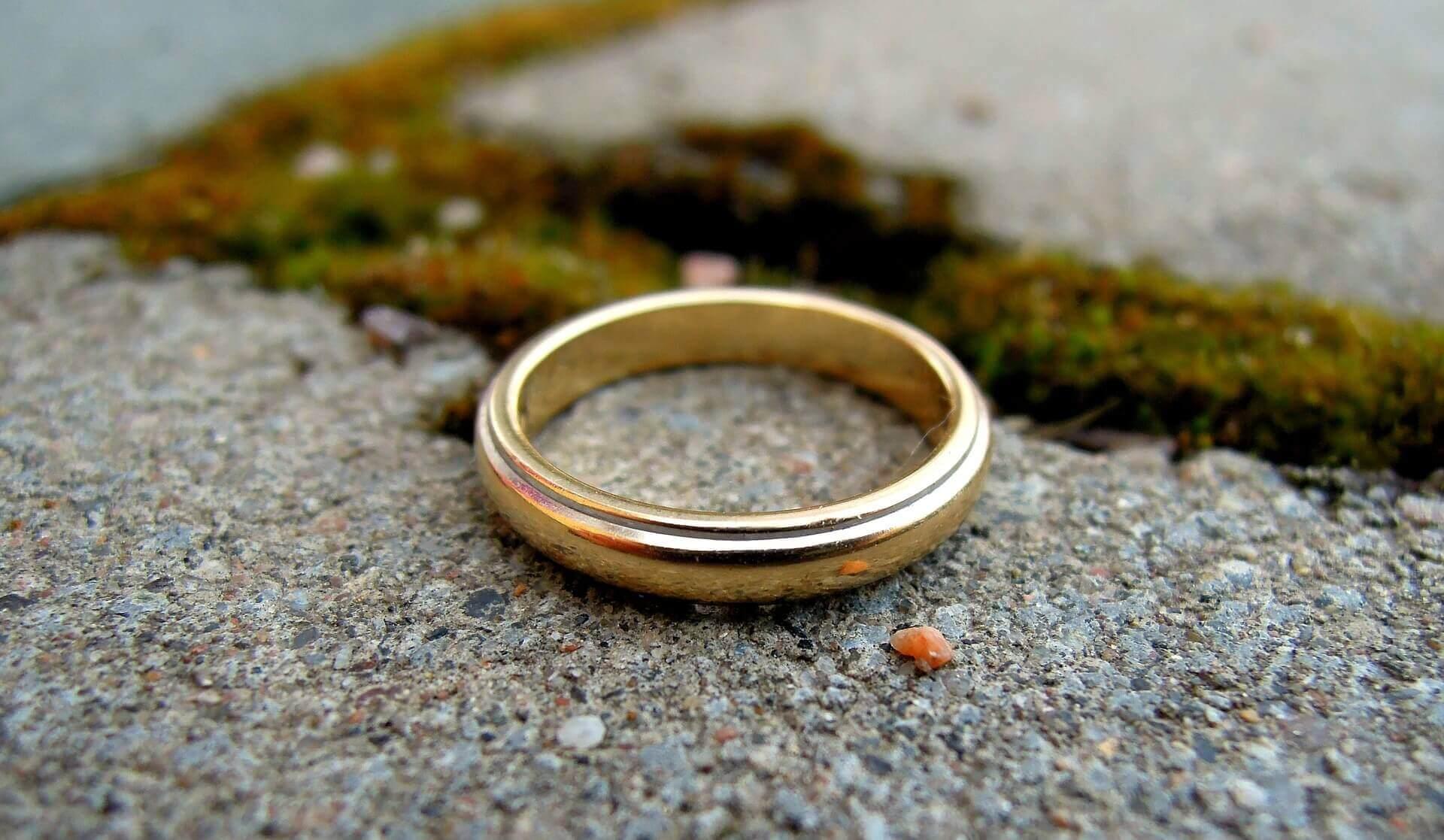 Pierścionek zaręczynowy - propozycje